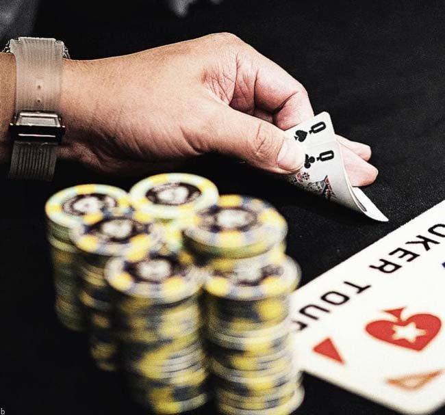 8 اشتباه بزرگ در بازی پوکر تگزاس هولدم + ترفند و استراتژی برد در Pooker