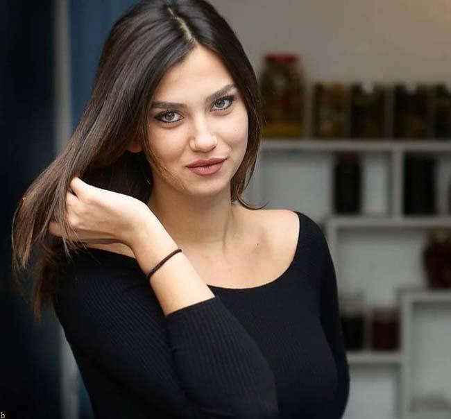 معرفی 30 سلبریتی معروف کشور ترکیه + میزان درآمد و حواشی آنها
