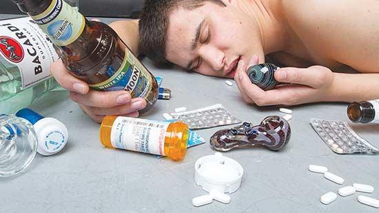 تاثیر الکل و مواد مخدر بر عملکرد پوکر بازان